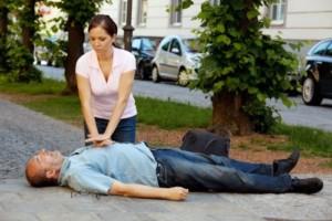 проведение действия сердечно-легочной реанимации
