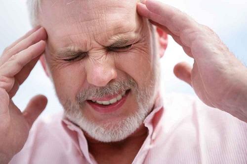 Признаки инсульта и микроинсульта у мужчин разного возраста